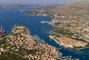 Trogir, building plot with view, 734m2, for villa or building